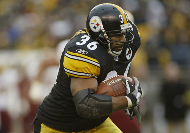 PITTSBURGH - NOVEMBER 28:  Jerome Bettis #36 of the Pittsburgh Steelers carries the ball against the Washington Redskins during the game on November 28, 2004 at Heinz Field in Pittsburgh, Pennsylvania. The Steelers defeated the Redskins 16-7.