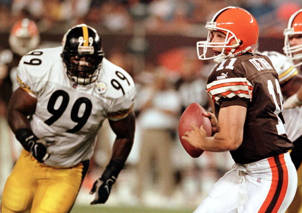 Cleveland Browns quarterback Ty Detmer  (Photo credit: DAVID MAXWELL/AFP/Getty Images)