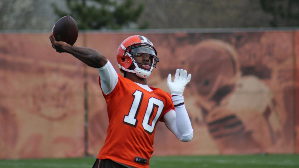 size 40 44d2a 8af80 Sneaky Quarterback: RG3, Browns Surprise High School Team ...
