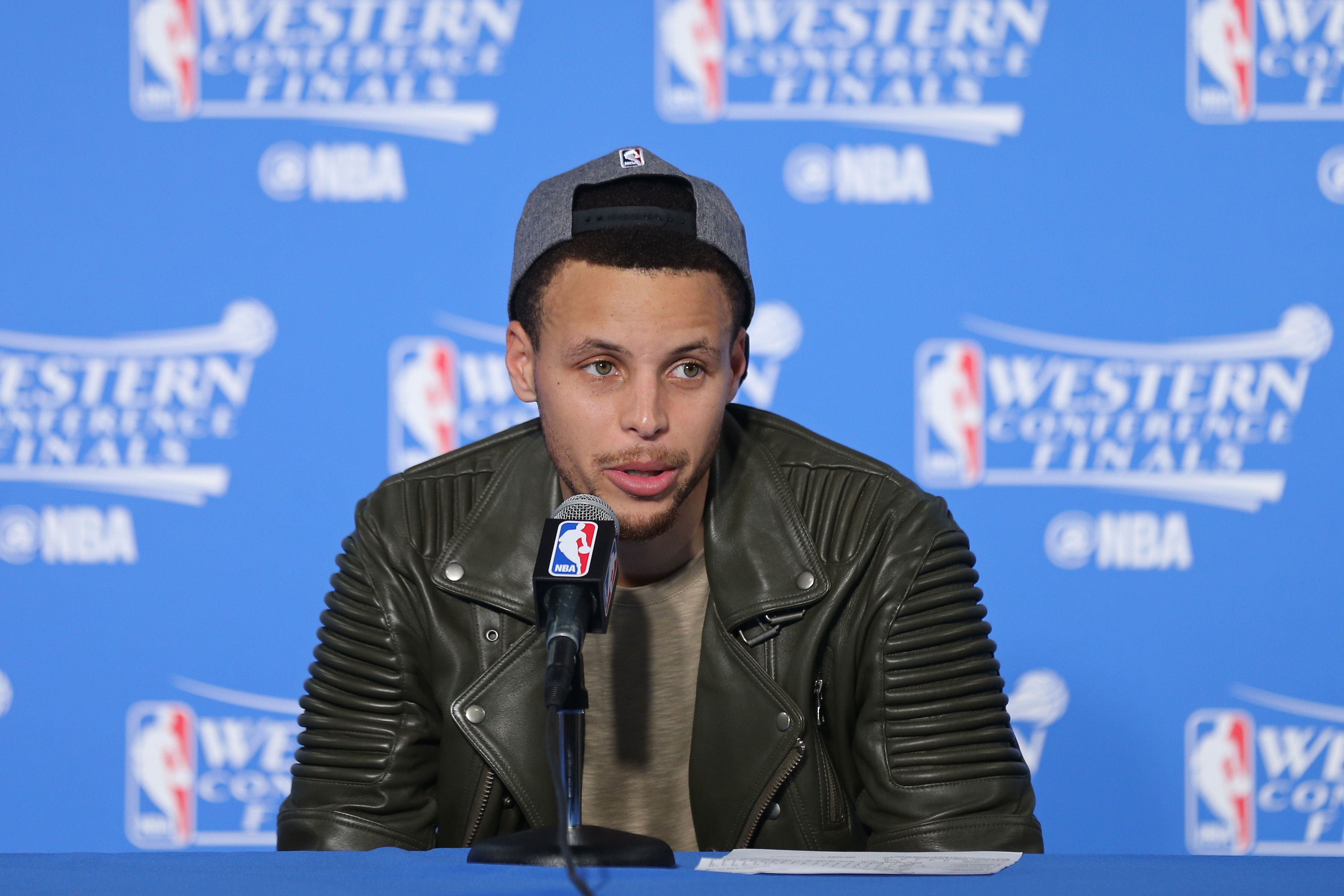 90746562 Twitter Reacts To Steph Curry's New Under Armour Shoes – CBS Cleveland