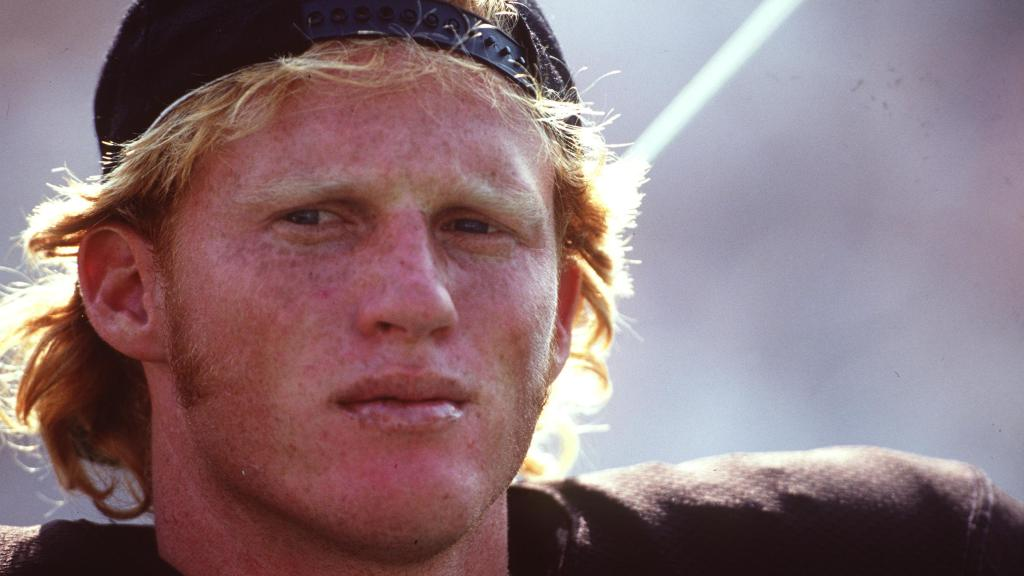 Reports: Former Raiders QB arrested, found naked with